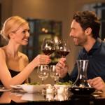 Kolacja w restauracji – które sztućce do czego?